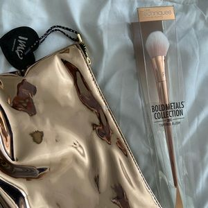 Real Techniques bold metals rose gold brush